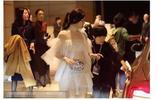 陳妍希現身活動現場,衣著白色紗裙好仙女,陳曉看了會不會吃醋呢