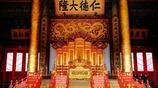 乾隆皇帝在皇極殿內陳設了一對巨大的景泰藍大象擺件