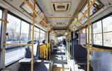 大城市裡的春節人走路寬,很多人都回家過年了,地鐵公交都用不擠