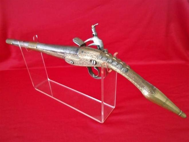 奧斯曼土耳其帝國生產的異型燧發槍,使用標新立異的老鼠尾式槍柄