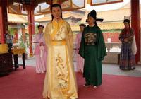 建文帝派大臣去捉拿朱棣,大臣聽了母親之言,改變明朝走向