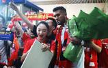 深圳佳兆業新援迭戈-索薩抵達深圳 眾多球迷機場迎接人氣火爆