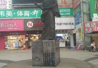 永州司馬柳宗元在永州街頭的雕像