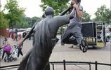 惡搞街頭雕塑