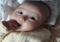 """""""英國路易小王子最愛吃的竟然是手"""",為什麼寶寶都喜歡吃手?"""