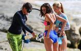 女星妮娜·杜波夫抵達夏威夷度假,她和好閨蜜玩得十分開心