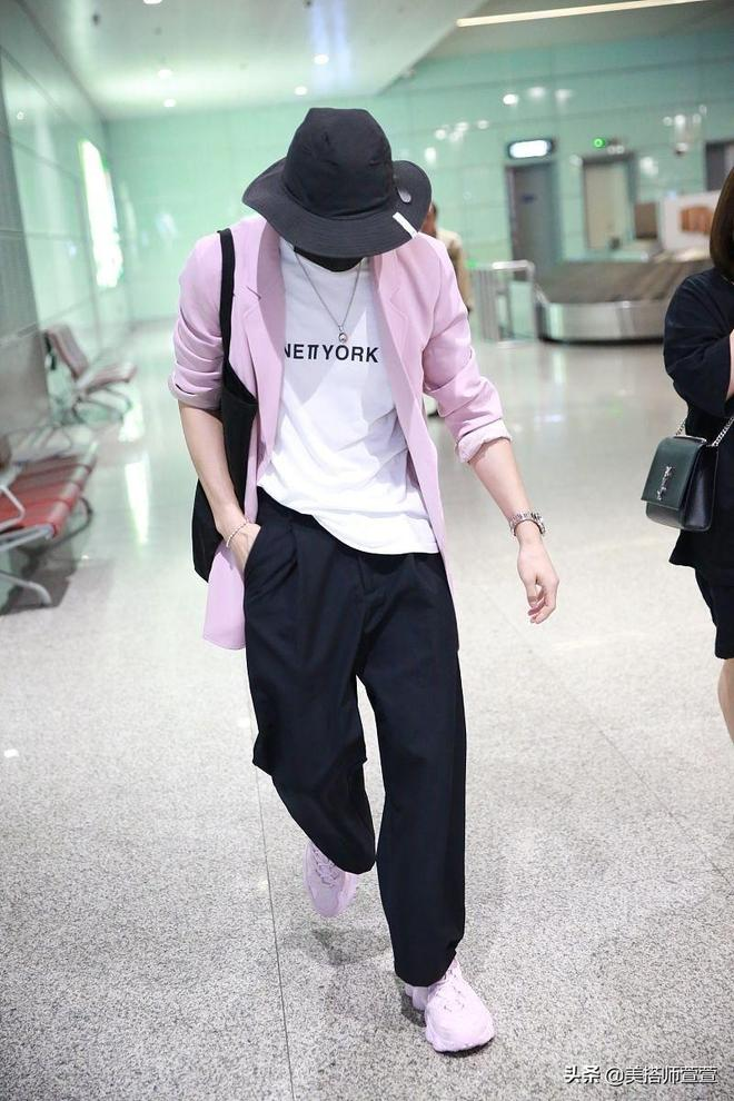 徐璐男友張銘恩穿粉西裝甜美雅痞,漁夫帽口罩遮到不見五官超低調