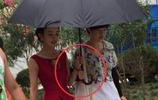 趙麗穎晒與助理的撐傘照,沒想到卻被大家意外發現一個小祕密