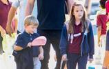 本·阿弗萊克接送孩子放學,曾在推特上向曾經騷擾的女記者道歉