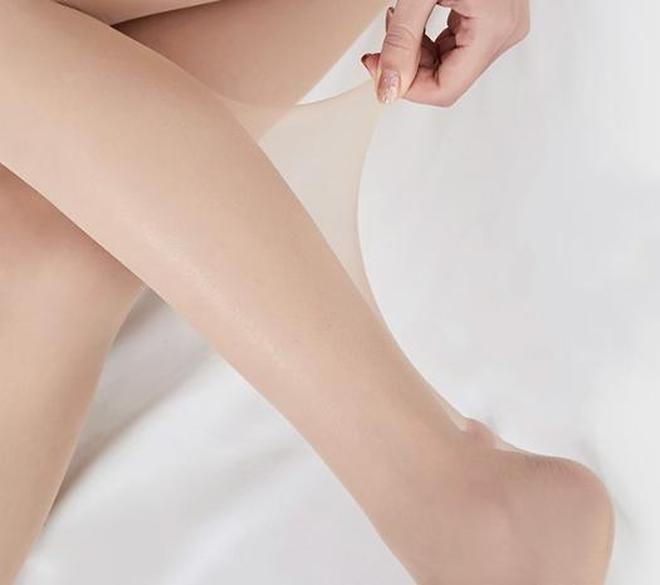 馬上五一,建議女人別穿太土!絲襪+高跟才是今年的主流,美膩了