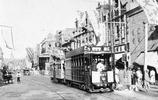 老照片:中國出租車變化史,圖7上海街頭的黃包車,圖8路邊自行車