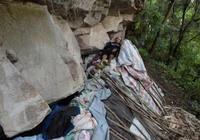 男子在荒山上生活了25年,吃住都在這裡,靠捉黃鱔賣錢為生