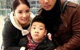 郭濤嬌妻帶兒子出遊,看到這場面網友直呼:郭濤,你口味夠重!