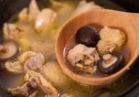 燉雞其實很簡單,只加一種食材也能香嫩入味、清爽不油!