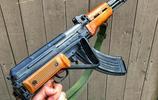 """永遠經典的""""八一槓""""戰鬥突擊步槍,在加拿大受大批愛好者追捧"""