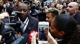 被稱為新時代的貝克漢姆,足球天才內馬爾亮相巴黎,引來交通堵塞