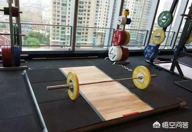 為什麼健身房裡有很多大神不練器械去舉啞鈴和槓鈴,難道去健身房不就是為了器械嗎,單獨練啞鈴還不如在家呢?