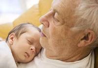 幼兒不宜和老人一起睡?可能不是迷信,這幾個原因家長應早了解