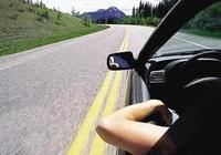 """駕車時將腳伸出窗外展示""""美腿""""?真以為制定法律是為了罰款嗎?"""