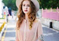 """160嬌小女生機智穿搭,""""雪紡連衣裙+細高跟"""",成熟高挑更自信"""