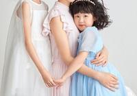 陸毅鮑蕾晒海邊旅行照,和女兒穿親子裝超甜,這一家顏值真高!