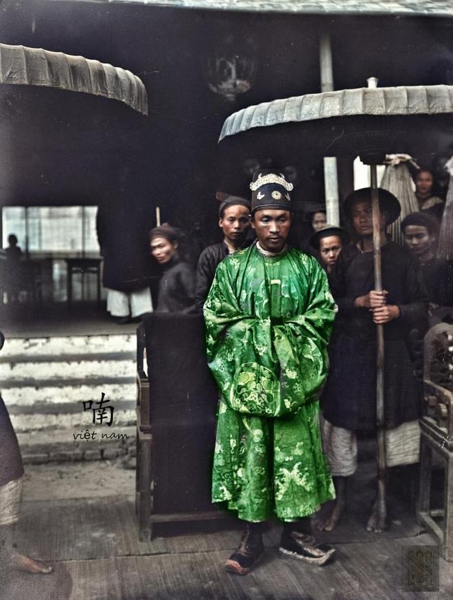 實拍越南科舉考試現場:主考官穿漢式蟒袍,成千上萬老百姓圍觀