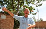 農村7旬老人把自家花園變為公共娛樂場所,看孩子回家怎麼說他