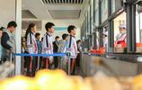 新型學校吃飯太方便,學生僅需帶著一張臉,吃的什麼父母都知道