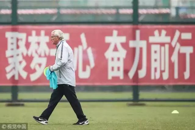 70歲裡皮亞洲盃備戰1細節令人動容:為了國足他真的用心了!