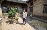 農村7旬夫妻院裡的老牆上有個大寶貝,有人說值20萬,大家覺得呢