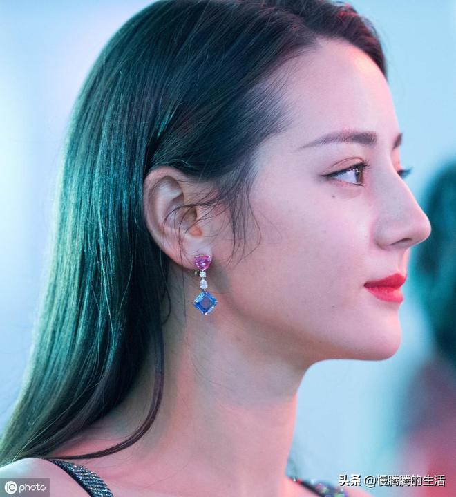 迪麗熱巴第一次演戲就成為女主角,拼搏的女人最美麗