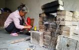 62歲老人在城裡待了一年半,不花一分錢水電費,每月開支只有幾百