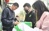 北京中赫國安備戰訓練,侯森、巴坎布被球迷圍著要簽名