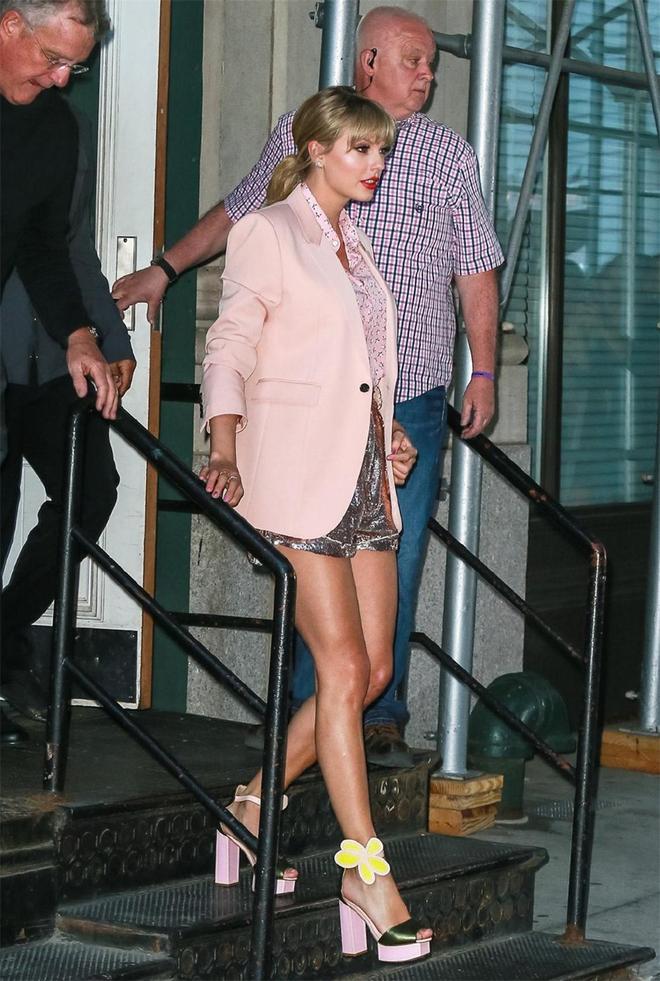 黴黴瘦下來真驚豔!穿粉西裝搭亮片短褲大秀長腿,直接美出少女感