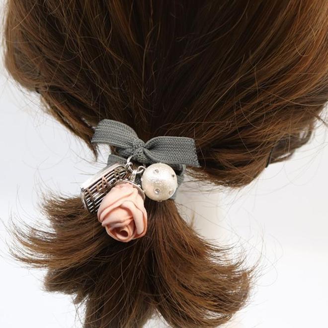 """別再梳丸子頭了,今年流行男女通吃的""""蘋果頭"""",簡單時尚又減齡"""