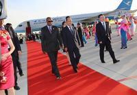 幾內亞總統孔戴抵達寧夏銀川市