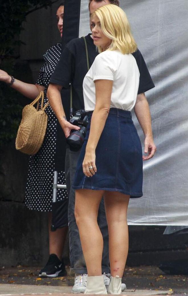 女星霍莉·威洛比時尚現身悉尼街頭,她給人一種優雅的感覺