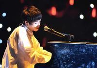 他不爭不搶只唱歌,卻從快男一路火到《歌手》,成為新生代扛鼎人