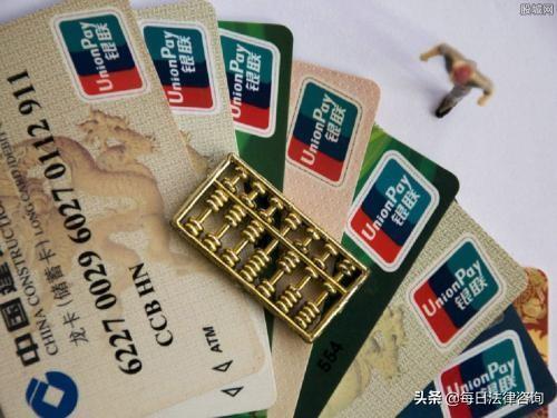 用虛假工作證明辦的信用卡5萬用了5年,現逾期了每月只還一千,會被起訴信用卡詐騙嗎?