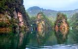 寶峰湖裡有兩處水景,一為瀑布,一為湖泊,每一處都很是漂亮
