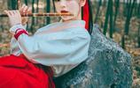 美女志:林間吹笛的少女,有雙憂鬱的眼睛