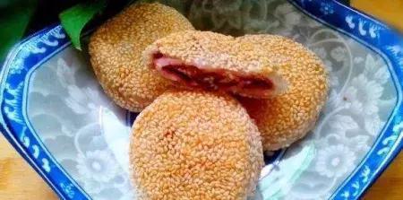 外面賣3塊錢一個的芝麻餅,在家10塊錢做兩盤,咬一口酥掉渣