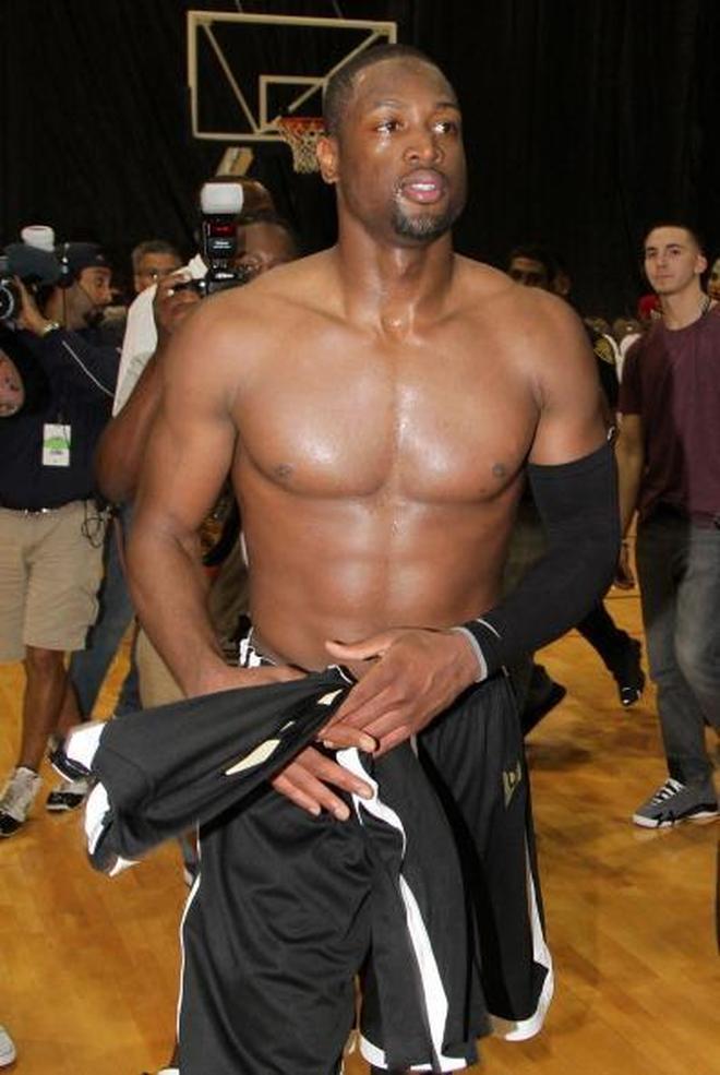 """NBA球星赤裸上身大比拼!誰的""""龜殼""""最帥?我選韋德!"""