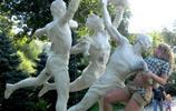 當雕塑遇到神經病路人,雕塑的內心是崩潰的