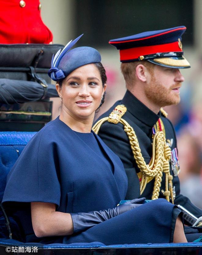 梅根剛生育完 哈里王子就跑去和女星擁抱 不怕回家跪搓衣板嗎?