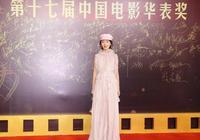 第17屆電影華表獎,除了金鷹女神唐嫣,比起周冬雨,柳巖穿得好土