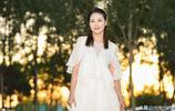 最美芷若到最美師太,53歲周海媚完美演繹,事業紅火感情卻坎坷