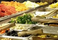 吃自助時,為什麼服務員總是很勤快的收盤子?不只是為你騰地方!