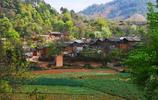 雲南深山有個美麗的村莊,只有68戶人家,原始古樸宛如世外桃源般