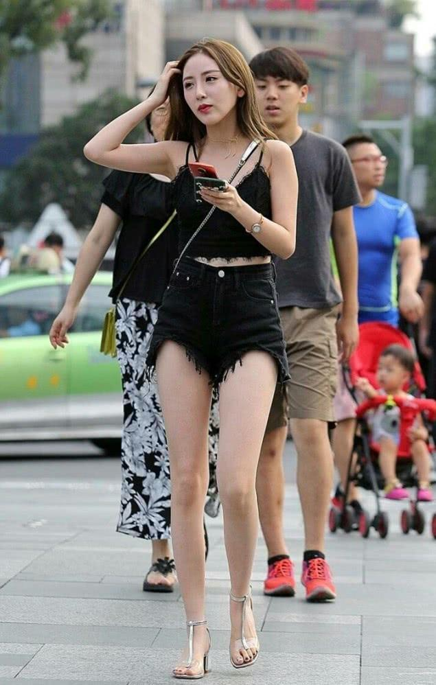 """意外火了的""""T字鞋"""",跟腿粗女生特別結緣,能顯腿瘦超過5斤"""